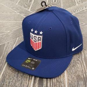 NWT Nike USA Soccer National Team Snapback Hat